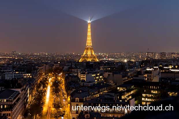 Paris_EiffelturmNacht